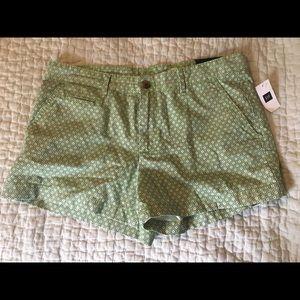 NWT GAP Women's printed shorts. Size 6.